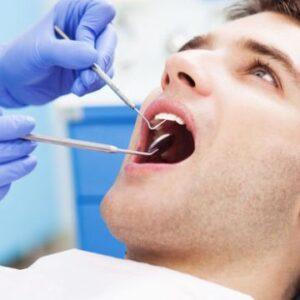 Paciente homem em um procedimento